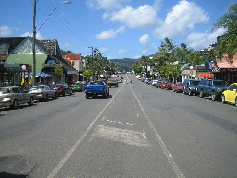 Brisbane Airlie Beach Airlie Street @awayonwheels
