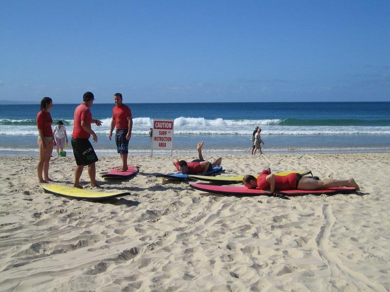 Brisbane Airlie Beach Noosa Surfkurs @awayonwheels